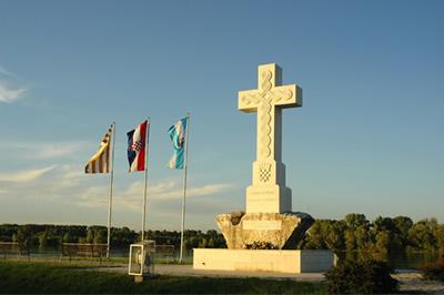 HDSSB Vukovar oštro osuđuje oštećivanje biste hrvatskog dragovoljca iz Francuske Jeana Michela Nicoliera u Vukovaru