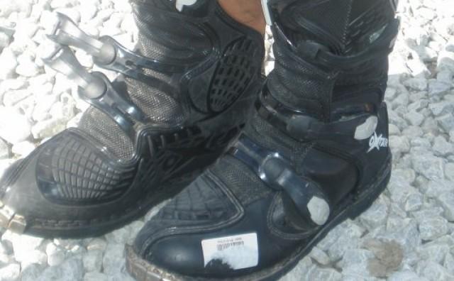Žena bacila čizme u kojima je bilo 58.800 dolara