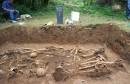 Široki Brijeg, pronađeni posmatrni ostaci najmanje osam osoba u prvoj masovnoj grobnici u Knešpolju