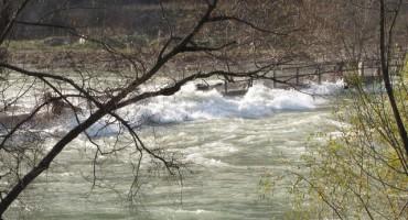 Zbog kiše u BiH poplavljene kuće, pokrenuta klizišta, blokirani putevi