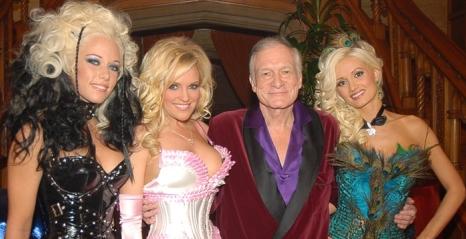 Hugh Hefner prodaje Playboy, no ne odriče se ljepotica u krevetu