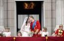 VJENČANJE STOLJEĆA Na balkonu Buckhingamske palače pao prvi bračni poljubac Williama i Kate