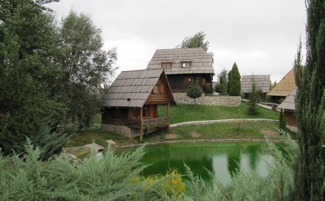 Hercegovački vicevi: Hercegovac i etno selo