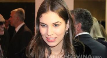 Lijepa Mostarka Ornela Vištica pokazala da je ljepotu naslijedila od mame, nekadašnje pratilje Miss Jugoslavije