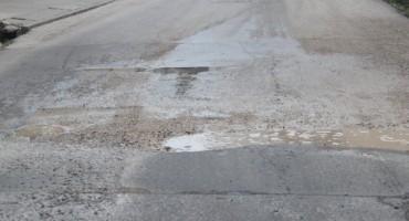 Oštetili ste vozilo zbog rupe na cesti? Evo kako možete naplatiti štetu...