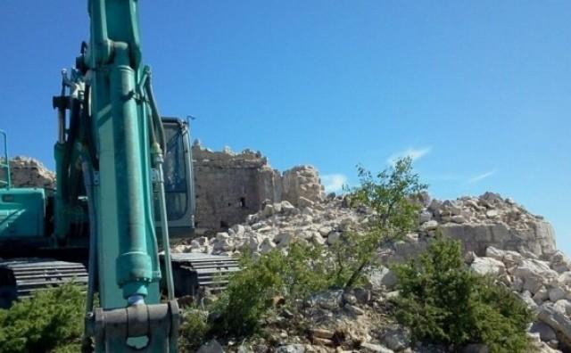 Emir Kusturica ruši staru tvrđavu u Trebinju, građani blokirali put!