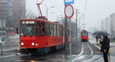 Građani u tramvaju savladali Alžirca koji je djetetu ukrao mobitel
