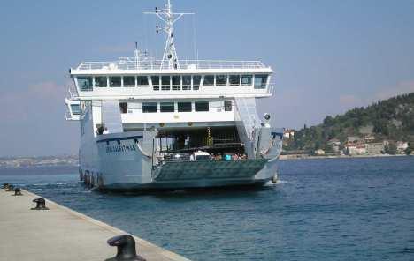 Mostar: Trajektni promet u prekidu zbog usidrenog plovila pred kladionicom