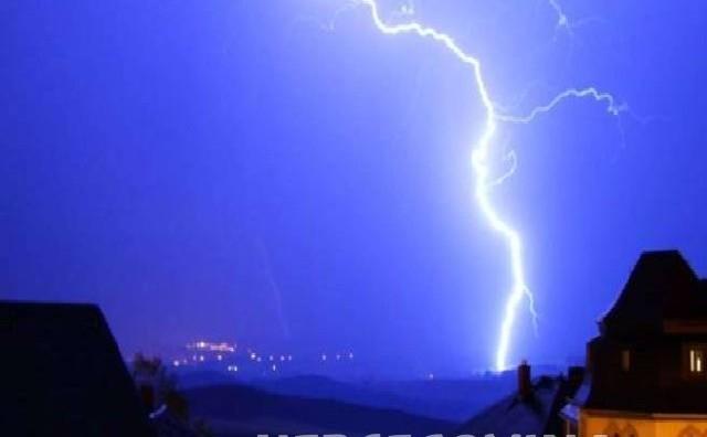 Mostar: Udar groma ostavio dio grada bez struje