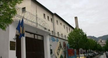 Pretres u mostrskom zatvoru