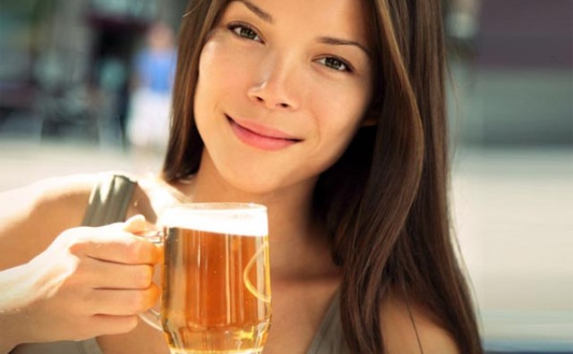 Iznenađujući načini na koje vas pivo može proljepšati