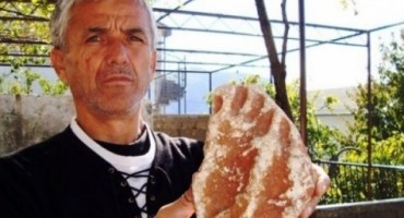 Mostarac pronašao otisak stopala pračovjeka: Želi novac kako bi otvorio autopraonu