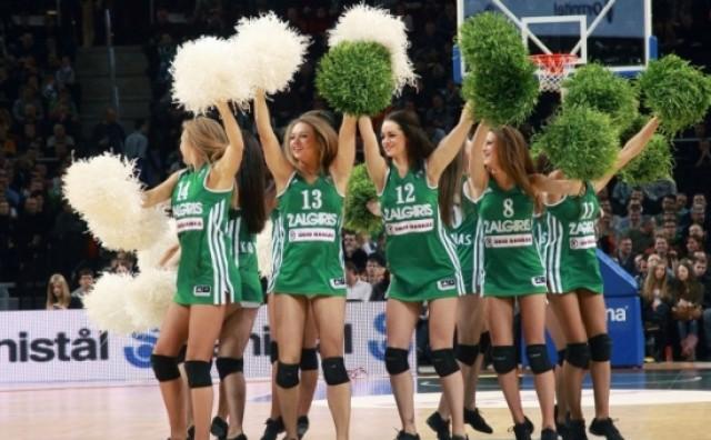 Navijačice KK Žalgirisa zgodne,mlade,atraktivne i profesionalne akrobate