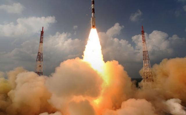 Indija je u petak lansirala raketu koja je sa sobom ponijela 31 satelit
