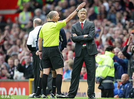 Pogledajte suca Mikea Deana kako na terenu navija protiv Manchester Uniteda!