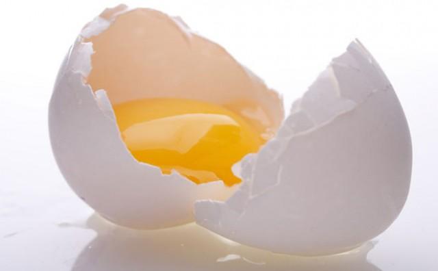 Znate li zašto neka jaja imaju žumanjke različitih nijansi?