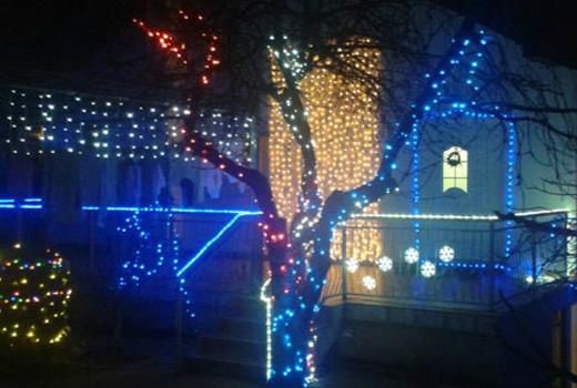 Mostar: Da bi ostvario dječački san, kuću ukrasio sa 6000 svjetiljki