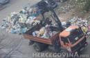 Vjerovali ili ne: Djelatnici Parkova počeli odvoziti smeće sa ulica Mostara