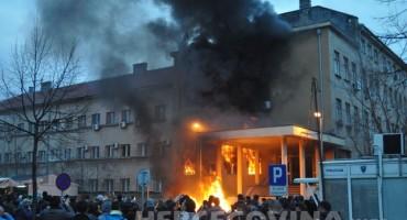 Grad palili mladi Mostarci