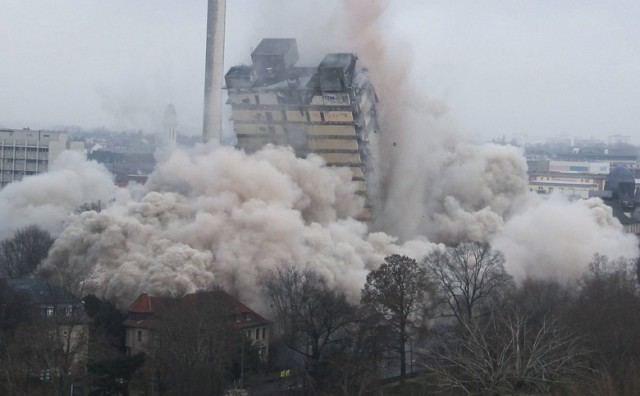 Spektakularna detonacija: Rušenje sveučilišnog nebodera u Frankfurtu