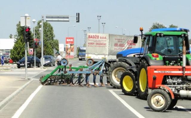 Poljoprivrednici blokirali prijelaz Orašje-Županja