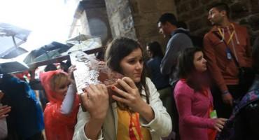 Mladi donijeli križ u Grušku luku, sve je spremno za početak svečanog euharistijskog slavlja!