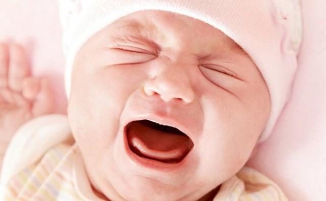 Zašto bebe noću plaču, a nisu gladne?