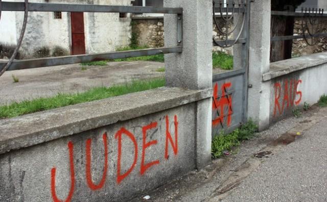 Grafit 'Juden raus' i kukasti križ osvanuli u Mostaru