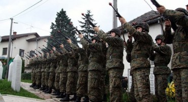 Tko je poslao vojsku na pogreb ratnom zločincu?