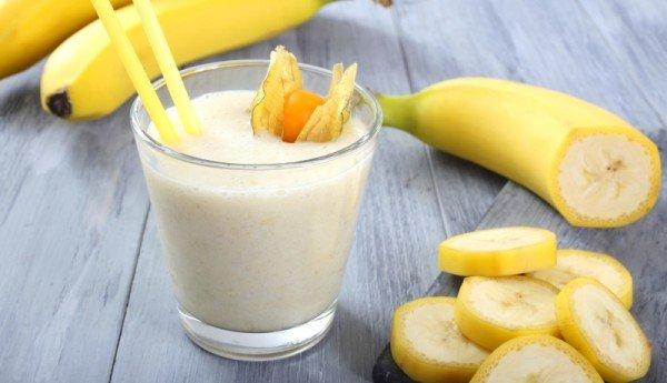 3 slasna napitka od banane koji otapaju masne jastučiće