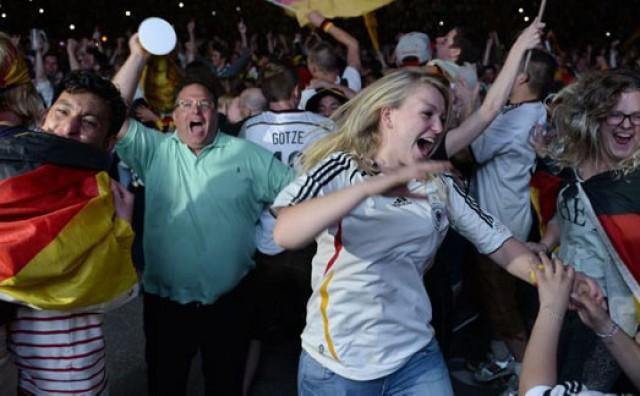 Pogledajte kako je 200 tisuća ljudi na ulicama Berlina proslavilo Götzeov gol!