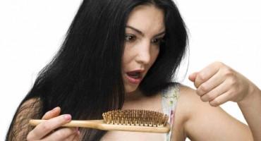 Evo zašto kosa tako lako opada i stanjuje se