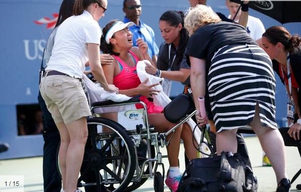 Kineskinju Peng odvezli su s terena u invalidskim kolicima