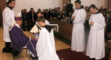 Mostarski biskup mons. Ratko Perić za đakone zaredio fra Ivana Marića i fra Marina Karačića
