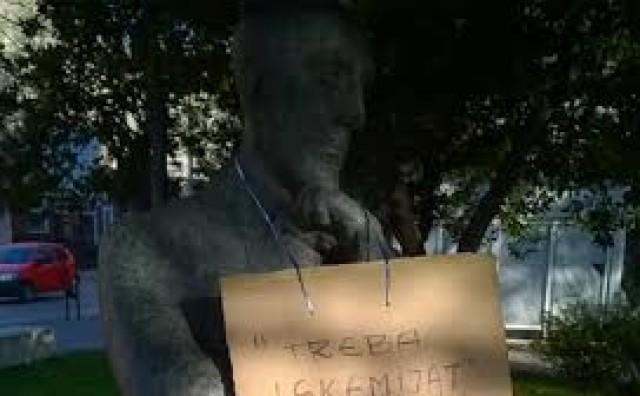 Mostar: Poruke na spomenicima koje upućuju na ne(ravnopravnost)