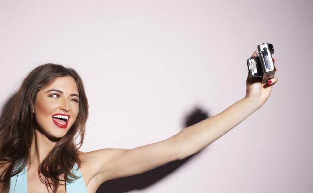 Iz svakog selfieja Facebook dobiva hrpu podataka