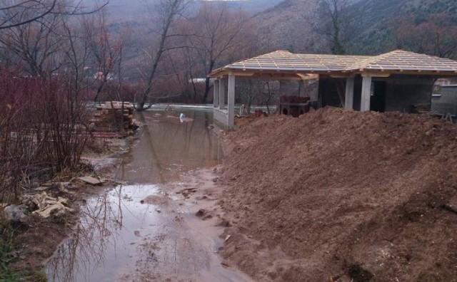 Čapljina: U Dretelju vodena bujica provalila u prizemlje obiteljske kuće