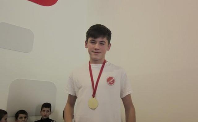 APK Zrinjski: 22 medalje na plivačkom natjecanju AQUANA SWIM 2015
