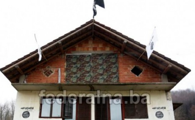 Zastave ISIL-a u Gornjoj Maoči