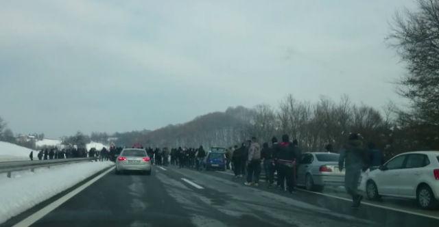 Pogledajte sukob Bad Blue Boysa i Torcide nasred autoceste!