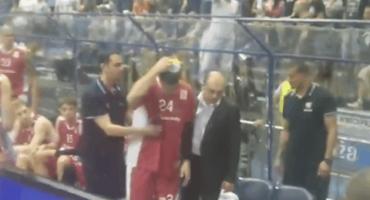 Opet kaos na utakmici Zvezde i Partizana; igrača pogodili stolicom