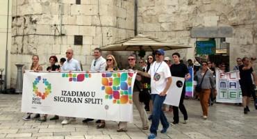 """DEBAKL GAY PARADE U SPLITU: Tek 100-njak sudionika, većinom političara i stranaca, a od Splićana ni """"S"""""""