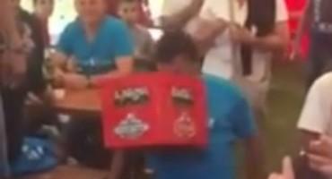 Dernek u Šipovu: U zubima nosio gajbu piva i postao senzacija!