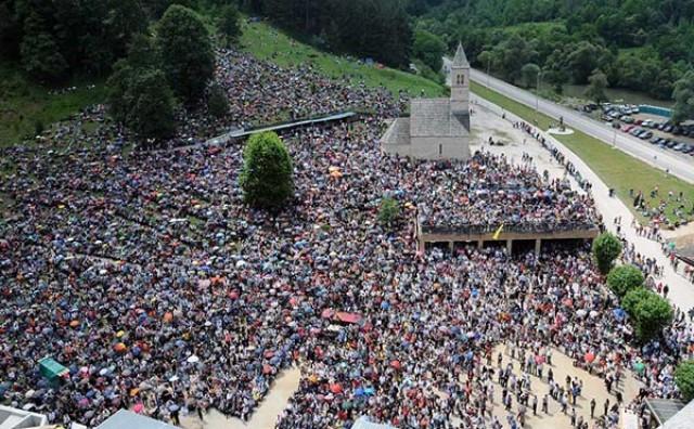Više tisuće hodočasnika stiglo u Podmilačje kod Jajce