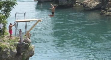 Mostar: Spas od vrućina pronašli skačući u Neretvu