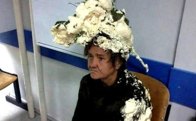 Gospođa zabunom umjesto šamponom kosu natrljala montažnom pjenom