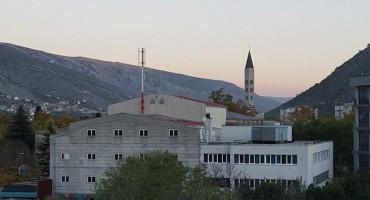 Mostar: Roditelji traže sklanjanje bazne stanice M:Tel-a sa krova Kosače