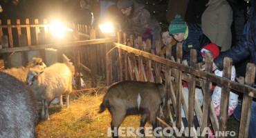 Mostar: Ugođaj Badnje večeri doživljen živim jaslicama