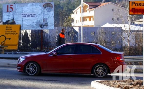 Silovanje bratstva i jedinstva na prometnim znakovima na ulazu u Grad Široki Brijeg