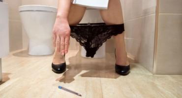 Što se stvarno događa u tijelu kada vam je sila na WC, a trpite?